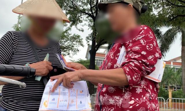 Hai ngày trước trận Việt Nam - Malaysia: Sốt vé xình xịch giữa trời mưa - Ảnh 5.