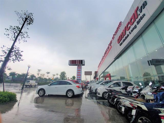 Thượng vàng, hạ cám từ xế sang bạc tỷ đến xe cỏ siêu rẻ tại chợ ô tô lớn nhất Hà Nội - Ảnh 7.