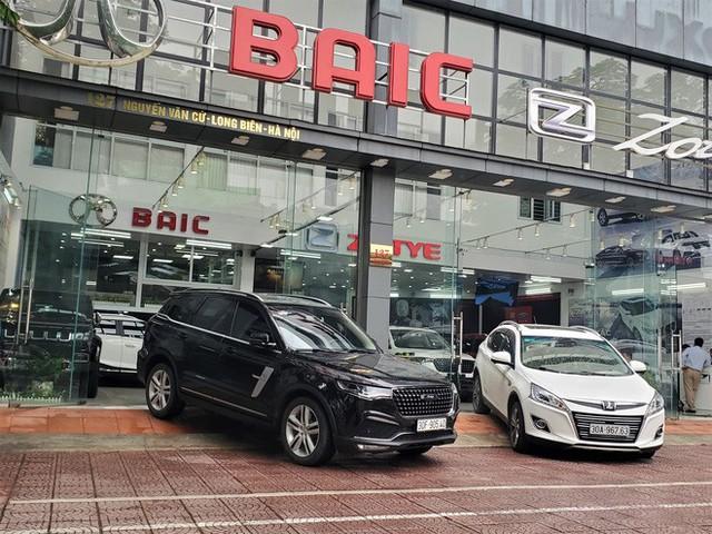 Thượng vàng, hạ cám từ xế sang bạc tỷ đến xe cỏ siêu rẻ tại chợ ô tô lớn nhất Hà Nội - Ảnh 8.