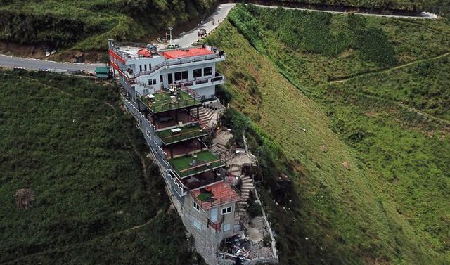 Đề xuất phá dỡ 7 tầng nổi công trình Panorama sai phạm ở đèo Mã Pí Lèng  - Ảnh 1.