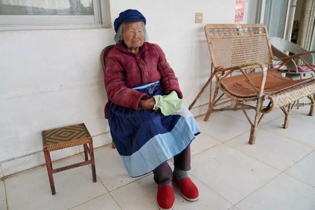 Cụ bà 107 tuổi, chỉ phải đi viện 2 lần trong đời tiết lộ bí quyết sống khỏe nhờ ăn loại quả này mỗi ngày - Ảnh 1.