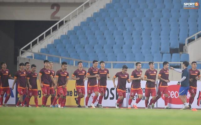 Nhìn Đặng Văn Lâm bay lượn trong khung thành, HLV Park Hang-seo thở phào nhẹ nhõm trước cuộc đối đầu với Malaysia - Ảnh 1.