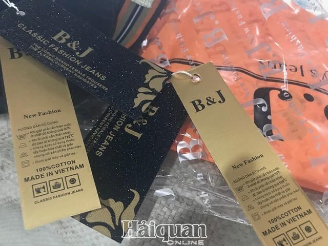 Nhập cả container quần áo Trung Quốc giả mạo xuất xứ Việt Nam và Hàn Quốc - Ảnh 1.