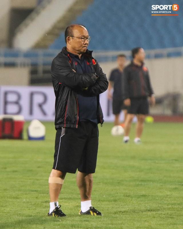 Nhìn Đặng Văn Lâm bay lượn trong khung thành, HLV Park Hang-seo thở phào nhẹ nhõm trước cuộc đối đầu với Malaysia - Ảnh 5.