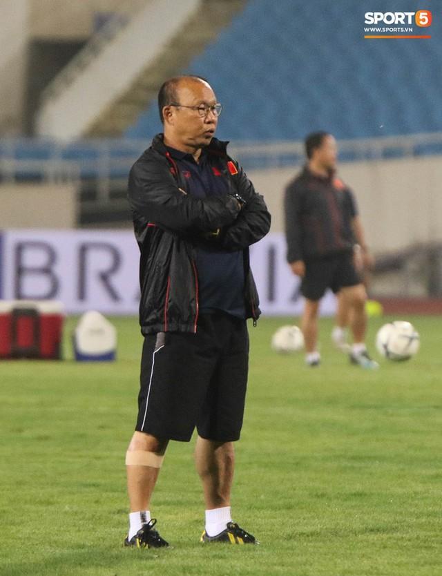 Nhìn Đặng Văn Lâm bay lượn trong khung thành, HLV Park Hang-seo thở phào nhẹ nhõm trước cuộc đối đầu với Malaysia - Ảnh 6.
