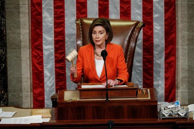 Hạ viện Mỹ mở toang cánh cửa điều tra luận tội ông Trump  - Ảnh 2.