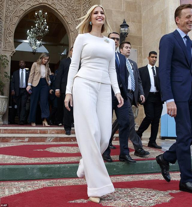 Đến nữ thần Ivanka Trump cũng không thoát khỏi sự nghiệt ngã của thời gian, để lộ vẻ xuống sắc, già nua cùng những chi tiết kém sang - Ảnh 3.