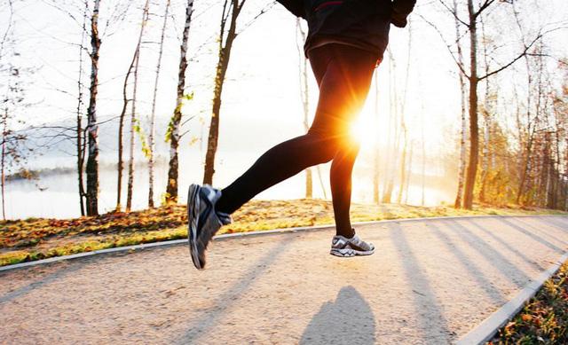 Chạy bộ 10km mỗi ngày, cuộc sống của tôi hoàn toàn thay đổi: Minh mẫn, sáng tạo và thành công hơn - Ảnh 2.