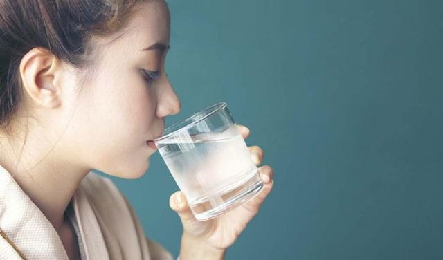 Có 4 dấu hiệu bất thường này sau khi uống nước thì chứng tỏ bạn đang bị bệnh nặng - Ảnh 1.