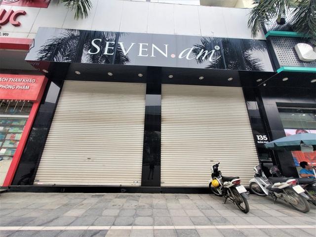 Sau bê bối cắt mác Trung Quốc gắn mác Việt, cửa hàng SEVEN.am Hà Nội đóng cửa im lìm - Ảnh 3.