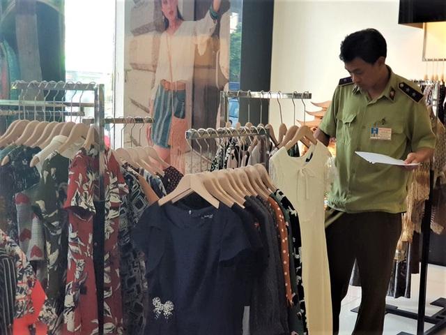 Sau bê bối cắt mác Trung Quốc gắn mác Việt, cửa hàng SEVEN.am Hà Nội đóng cửa im lìm - Ảnh 8.