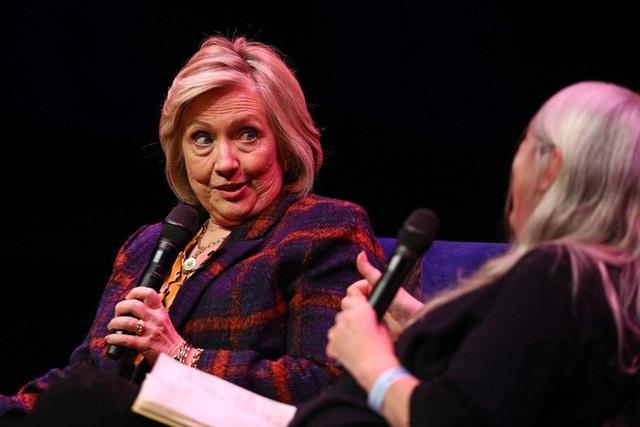 Bà Clinton sẽ tranh cử tổng thống Mỹ vào phút cuối? - Ảnh 1.