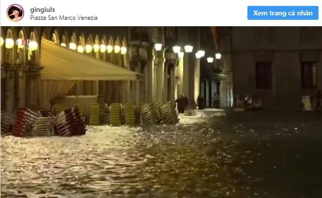 Ảnh: Venice ngập nặng kỷ lục 50 năm, tàu thuyền leo lên vỉa hè - Ảnh 3.