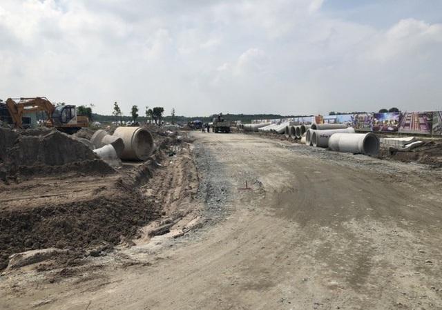 Bình Dương xử phạt dự án Golden Future City xây chui - Ảnh 1.