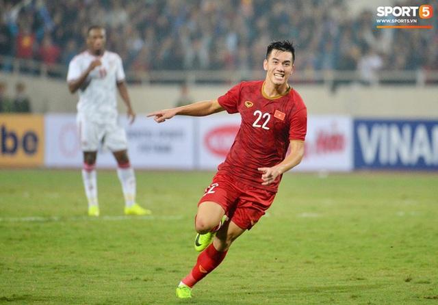 Chàng trai sáng nhất đêm nay của tuyển Việt Nam - Nguyễn Tiến Linh: Khiến đội bạn nhận thẻ đỏ, rồi ghi siêu phẩm đỉnh cao - Ảnh 7.
