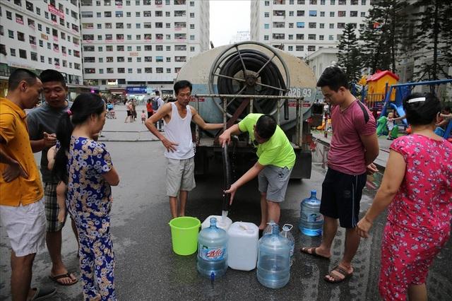 Sự cố nước sông Đà: Viwaco nói gì về yêu cầu bồi thường gần nửa tỉ của dân? - Ảnh 1.