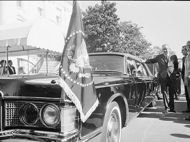 """Vụ ám sát tổng thống Kennedy đã """"cách mạng hóa"""" những chiếc xe chuyên chở các Tổng thống như thế nào? - Ảnh 3."""