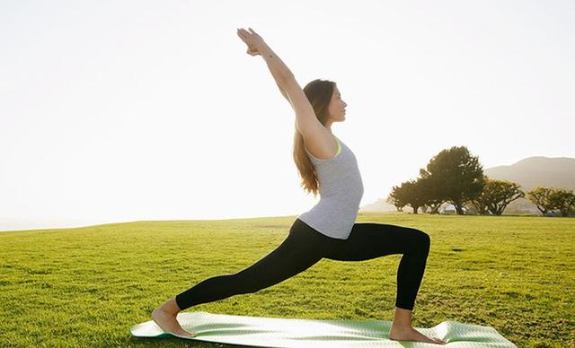Người phụ nữ 29 tuổi đột nhiên bị rò rỉ dịch não, bác sĩ nhắc nhở: Ho, cười, tập yoga cũng có thể gây bệnh - Ảnh 2.