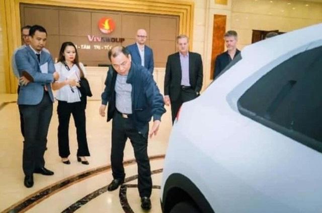 Chủ tịch Phạm Nhật Vượng đích thân thử 2 mẫu xe mới của VinFast cạnh tranh Hyundai Kona và Honda CR-V - Ảnh 5.
