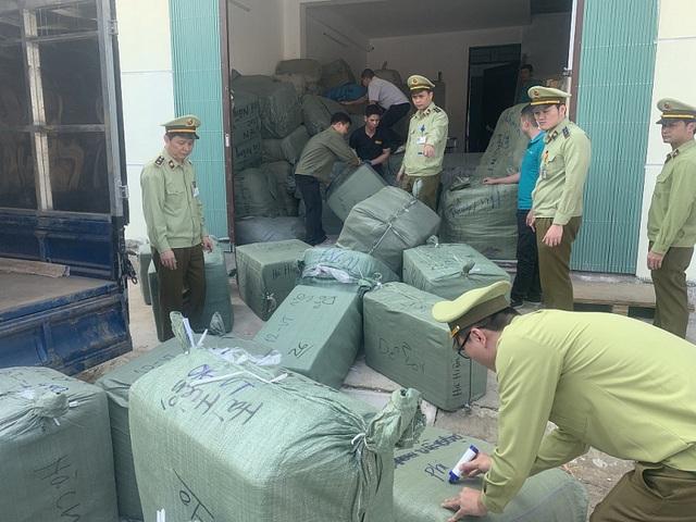 Lạng Sơn: Tạm giữ lô hàng trị giá gần 300 triệu có dấu hiệu giả mạo nhãn hiệu - Ảnh 1.