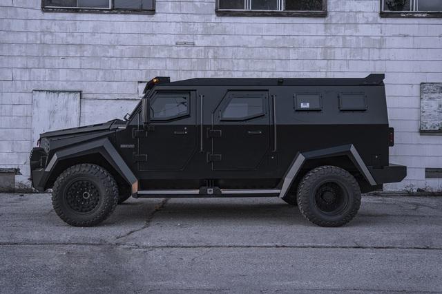 Choáng ngợp trước độ xịn xò của xe SUV bóc thép dành cho nhà giàu: Pháo đài di động với khả năng chống đạn tương đương xe của đội đặc nhiệm SWAT! - Ảnh 2.