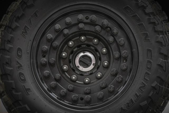 Choáng ngợp trước độ xịn xò của xe SUV bóc thép dành cho nhà giàu: Pháo đài di động với khả năng chống đạn tương đương xe của đội đặc nhiệm SWAT! - Ảnh 3.