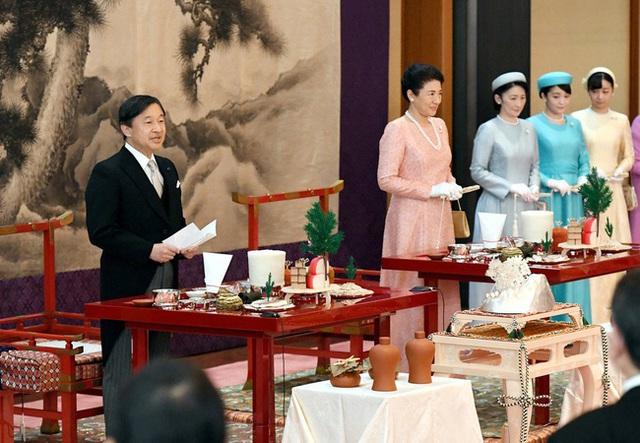 Hoàng hậu Masako tỏa sáng với phong cách khác lạ giữa tin vui hoàng gia Nhật có thêm một bé trai - Ảnh 2.