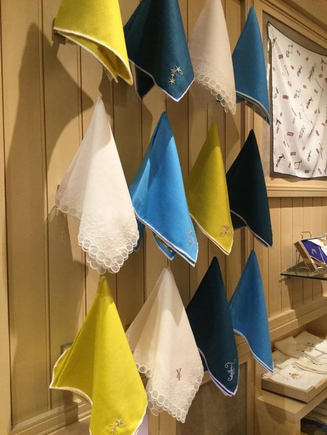 Tình yêu vô hạn của người Nhật với những chiếc khăn tay: Đàn ông cũng phải mang ít nhất 3 chiếc, một lau tay, một lau miệng, một để lau nước mắt  - Ảnh 3.