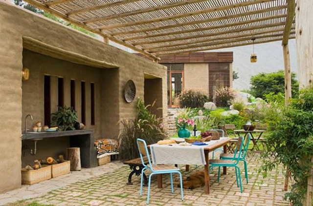 Nhà gỗ đất sét ngoài nhìn đơn giản trong có vẻ đẹp gây nghiện - Ảnh 3.