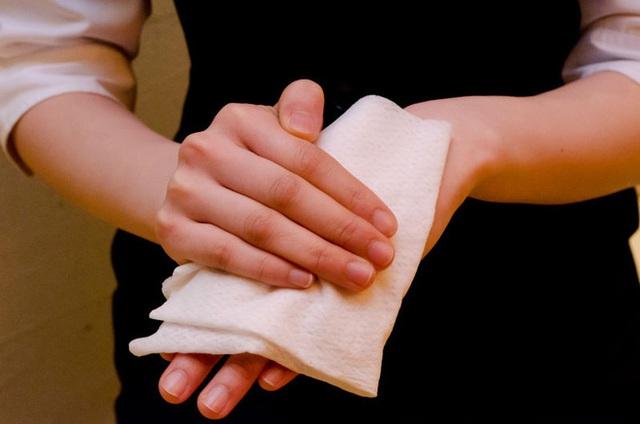 Tình yêu vô hạn của người Nhật với những chiếc khăn tay: Đàn ông cũng phải mang ít nhất 3 chiếc, một lau tay, một lau miệng, một để lau nước mắt  - Ảnh 5.