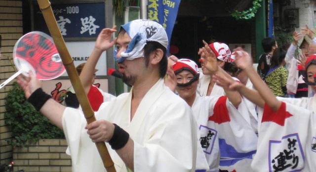 Tình yêu vô hạn của người Nhật với những chiếc khăn tay: Đàn ông cũng phải mang ít nhất 3 chiếc, một lau tay, một lau miệng, một để lau nước mắt  - Ảnh 9.