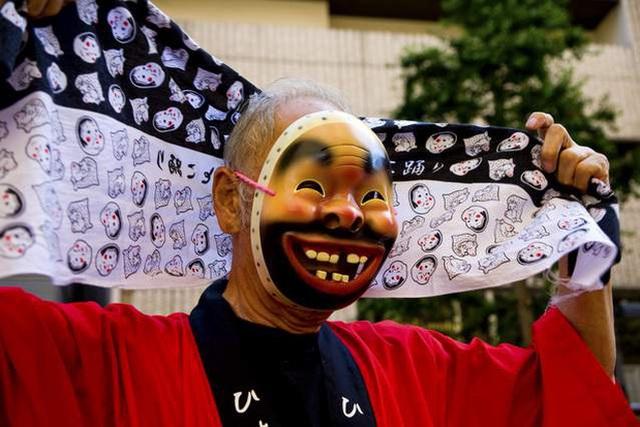 Tình yêu vô hạn của người Nhật với những chiếc khăn tay: Đàn ông cũng phải mang ít nhất 3 chiếc, một lau tay, một lau miệng, một để lau nước mắt  - Ảnh 10.