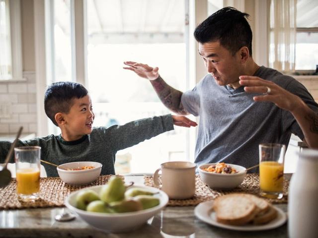 Không phải sự bao bọc, lót đường sẵn, đây mới là 8 điều tốt nhất cha mẹ nên làm cho tương lai của trẻ - Ảnh 1.
