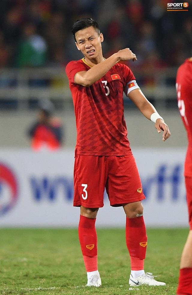 """Quế Ngọc Hải nói về chiếc băng đội trưởng thêu cờ Tổ quốc: """"Tôi muốn mang biểu tượng của dân tộc trên sân khi quyết đấu Thái Lan"""" - Ảnh 2."""