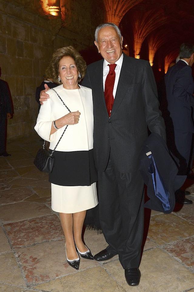Nữ tỷ phú duy nhất ở Bồ Đào Nha và cuộc hôn nhân đặc biệt: 34 tuổi mới lập gia đình, chồng giàu nhất nước nhưng về nhà lại sợ vợ một cách kì lạ - Ảnh 1.