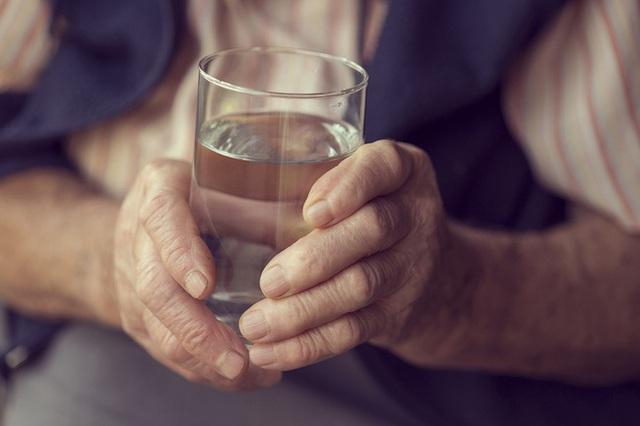 """Nhờ câu đố """"một cốc nước"""" của người thầy mà bao người đã giải tỏa được áp lực cuộc sống - Ảnh 2."""