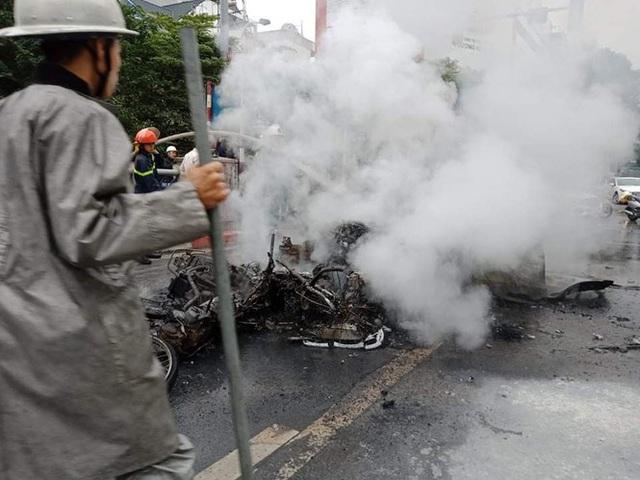 Xe sang Mercedes cháy rụi sau khi vượt đèn đỏ, một người chết - Ảnh 13.