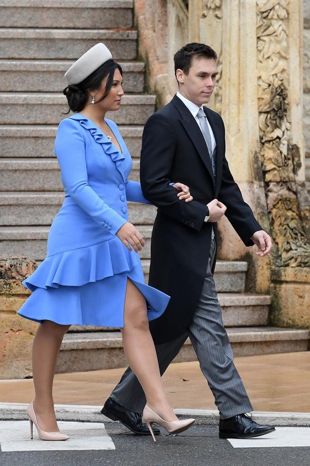 Nàng dâu hoàng gia gốc Việt lần đầu xuất hiện cùng gia đình nhà chồng Monaco: Ăn mặc gợi cảm nhưng có phần lạc lõng - Ảnh 4.