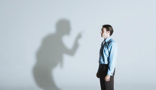 Bị người khác chỉ trích xin đừng vội tự ái hay sợ sệt: Thay vì làm con rùa rụt cổ, người biết nhìn xa trông rộng sẽ lấy đó làm bàn đạp thăng tiến! - Ảnh 1.