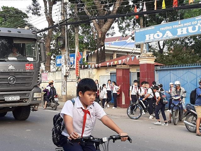 Cận cảnh hãi hùng xe ben đại náo một vùng rộng lớn ở Biên Hòa - Ảnh 2.