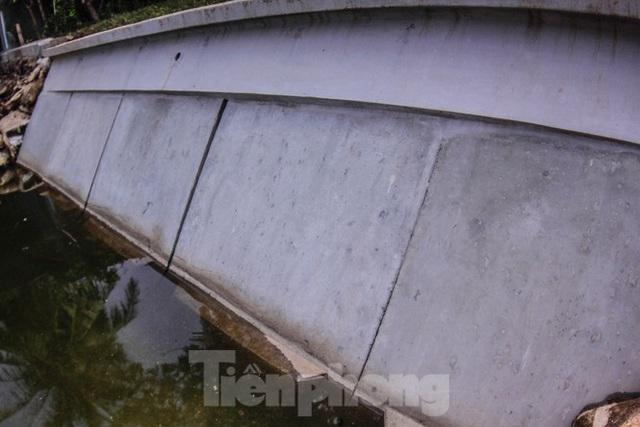 Cận cảnh bờ kè bằng khối bê tông đúc sẵn thí điểm cho Hồ Gươm - Ảnh 3.