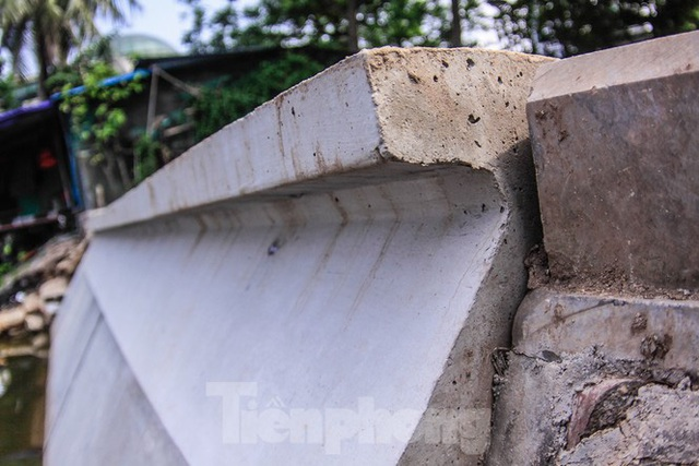 Cận cảnh bờ kè bằng khối bê tông đúc sẵn thí điểm cho Hồ Gươm - Ảnh 4.