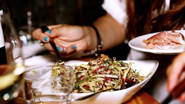 """CEO nhà hàng cua nổi tiếng chia sẻ về những lần """"tiếp chiêu"""" với các vị khách lạ: Họ ngồi hơn 4 tiếng để ăn cho hết tận 30 con cua""""! - Ảnh 5."""