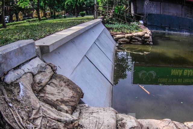 Cận cảnh bờ kè bằng khối bê tông đúc sẵn thí điểm cho Hồ Gươm - Ảnh 9.