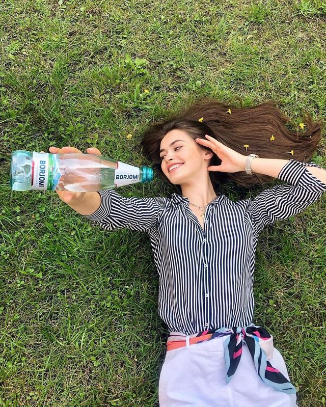 Nhan sắc đỉnh cao của nữ nghị sĩ trẻ nhất quốc hội Belarus: Từng lọt vào top 5 Miss World 2018, đã đẹp lại có thành tích học tập khủng! - Ảnh 2.