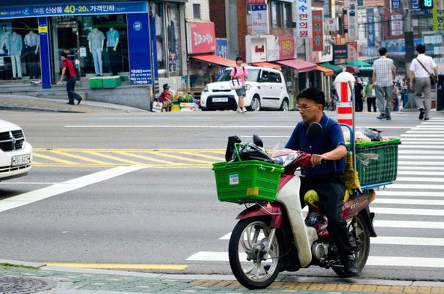 Mặt trái của dịch vụ giao đồ ăn nhanh ở Hàn Quốc: Văn hóa sống vội, thực khách kén ăn khiến nhiều shipper trả giá bằng cả mạng sống nhằm mang lại trải nghiệm ẩm thực tốt nhất! - Ảnh 4.