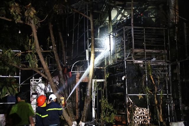 Cháy quán bar trong đêm, hơn 70 người hốt hoảng chạy thoát thân  - Ảnh 1.