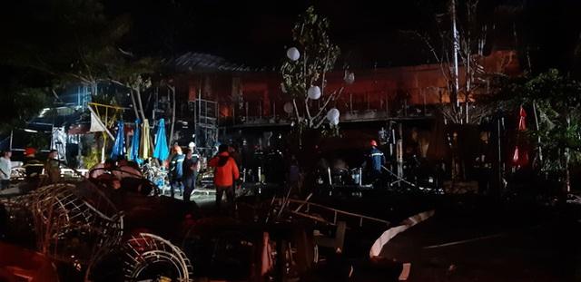Cháy quán bar trong đêm, hơn 70 người hốt hoảng chạy thoát thân  - Ảnh 2.