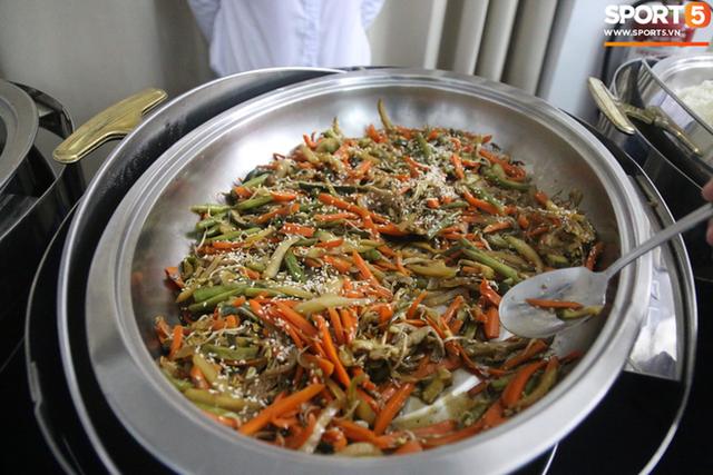 Sau scandal bị bỏ đói, tuyển nữ Việt Nam hạnh phúc với bữa buffet hoành tráng của khách sạn nhưng vẫn xác nhận: Món ngon nhất vẫn là đồ ăn mang từ nhà đi - Ảnh 5.