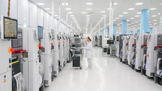 """""""Đột nhập"""" nhà máy, xem quy trình để thấy vì sao tỷ phú Phạm Nhật Vượng có thể sản xuất được 23 triệu smartphone/năm - Ảnh 5."""